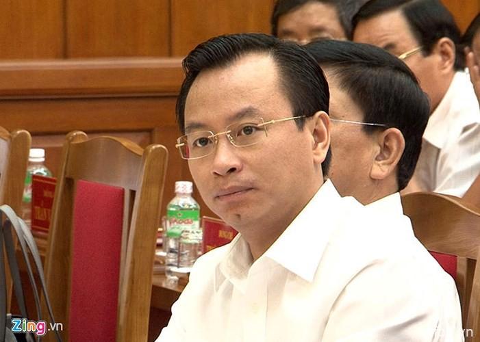 岘港市免去阮春英岘港市人民议会主席与岘港市人民议会代表职务