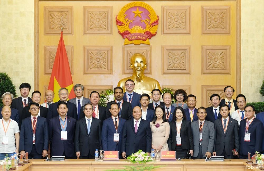 阮春福总理会见出席第四次工业革命高级论坛的代表