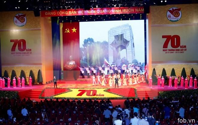 越南荣军烈士日70周年纪念大会在河内隆重举行 阮富仲出席并发言