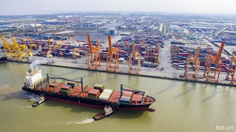 海防新武港口迎来史上最大集装箱船