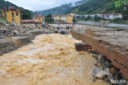 越南北部继续遭受暴雨洪灾