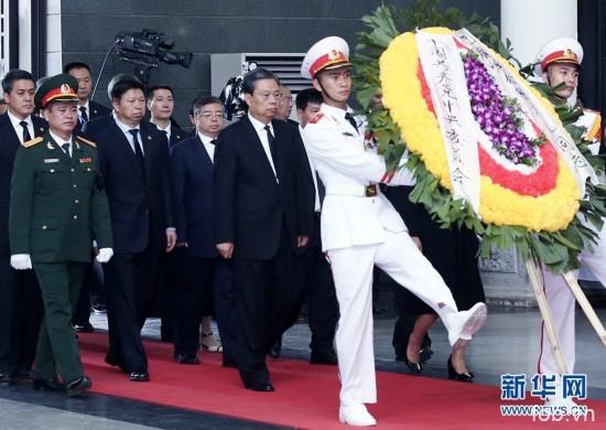 赵乐际在河内吊唁越南国家主席陈大光