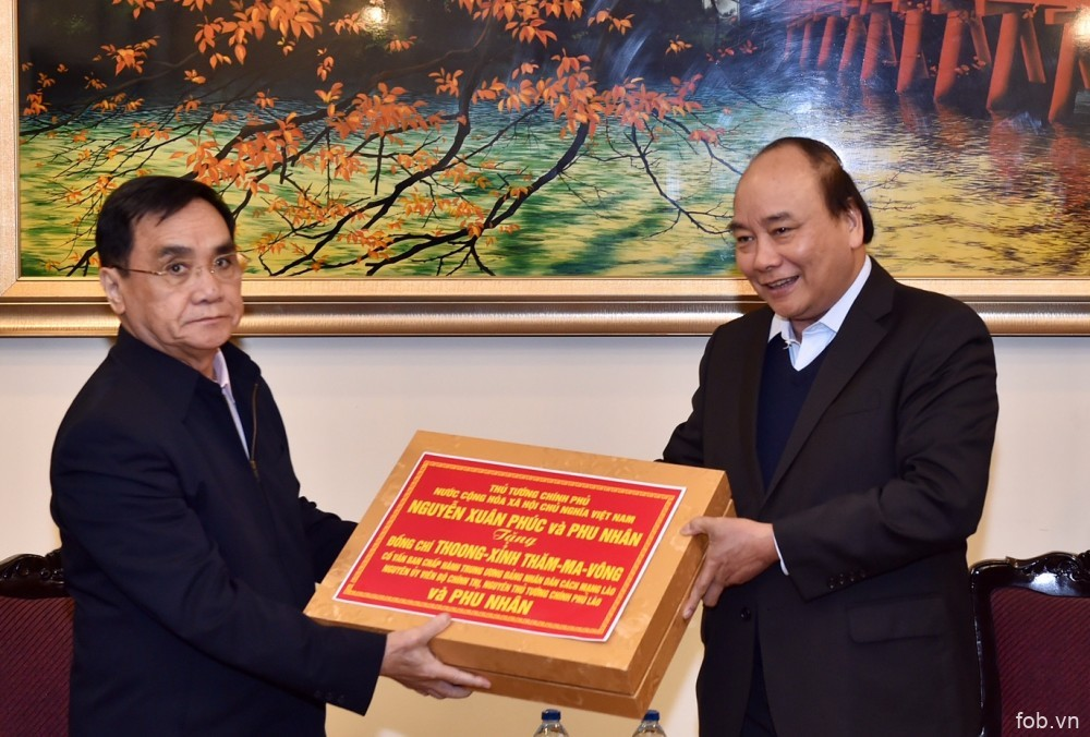 政府总理阮春福会见前老挝政府总理通辛•坦马冯