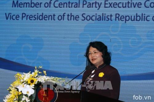 国家副主席邓氏玉盛:努力将胡志明市人文与社科大学建设成为地区内社科和人文领域一流大学