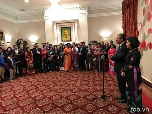 旅居中国、美国越南人喜迎新春