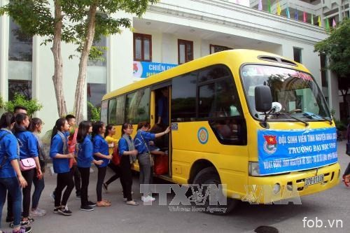 越南荣市大学的大学生志愿者积极在老挝开展志愿服务活动