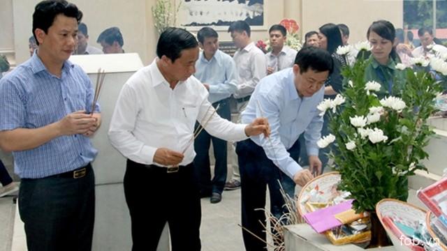 越南政府副总理王廷惠赴同禄三岔路口历史遗迹区敬香缅怀英雄烈士